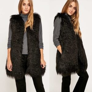 UO Staring At Stars | Shaggy Black Faux Fur Vest